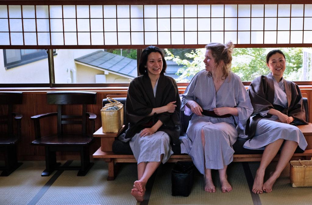 På ryokan går man klädd i yukata, en japansk bomullskimono.