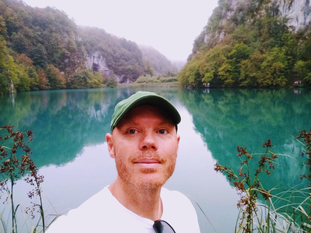 Rodney Forslund vid en sjö