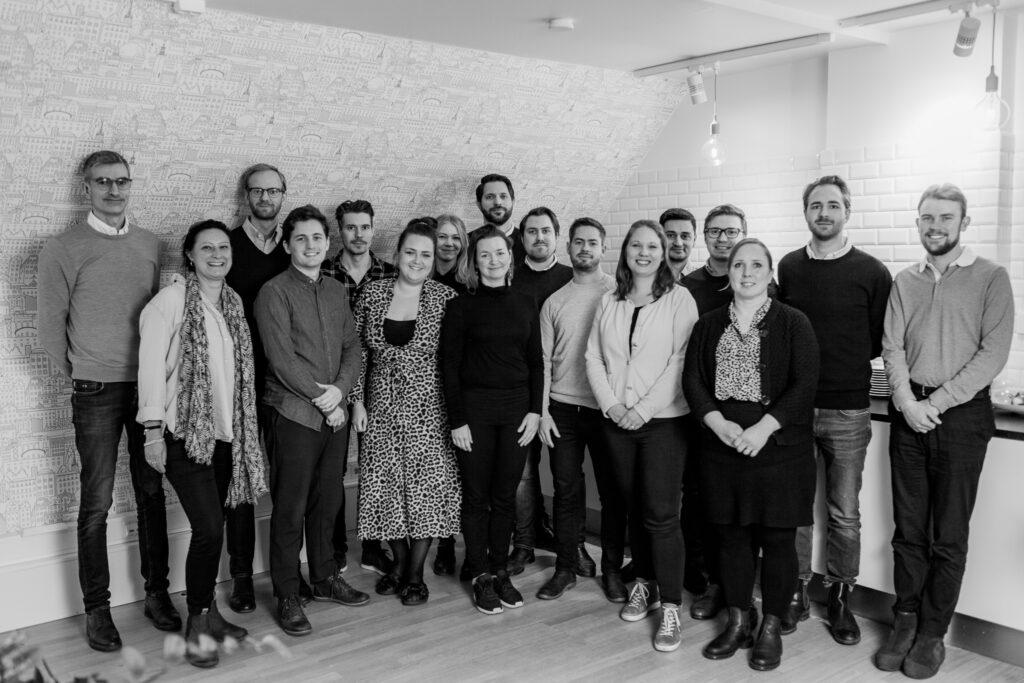 Bild på teamet på Cool Company - ett företag som jobbar med egenaställning.