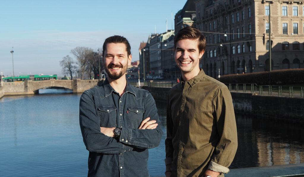 Simon och Alexander från Collabify poserar i Malmö