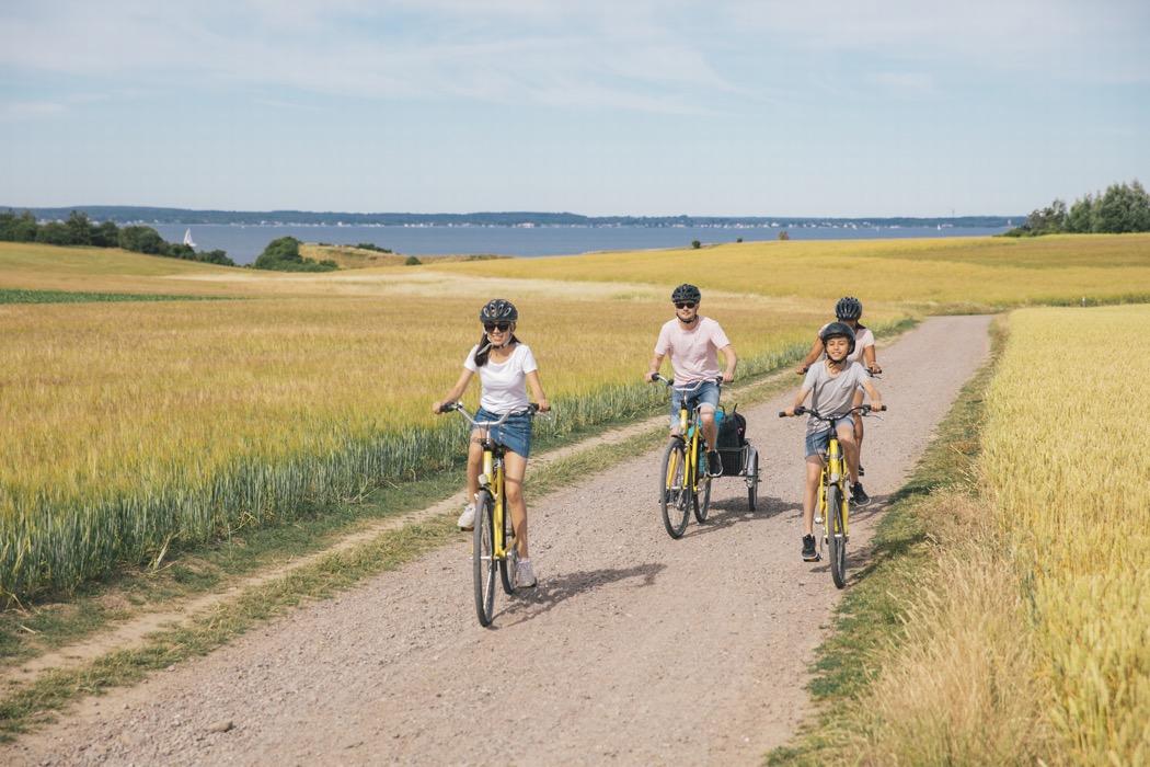 familj som cyklar på ön Ven