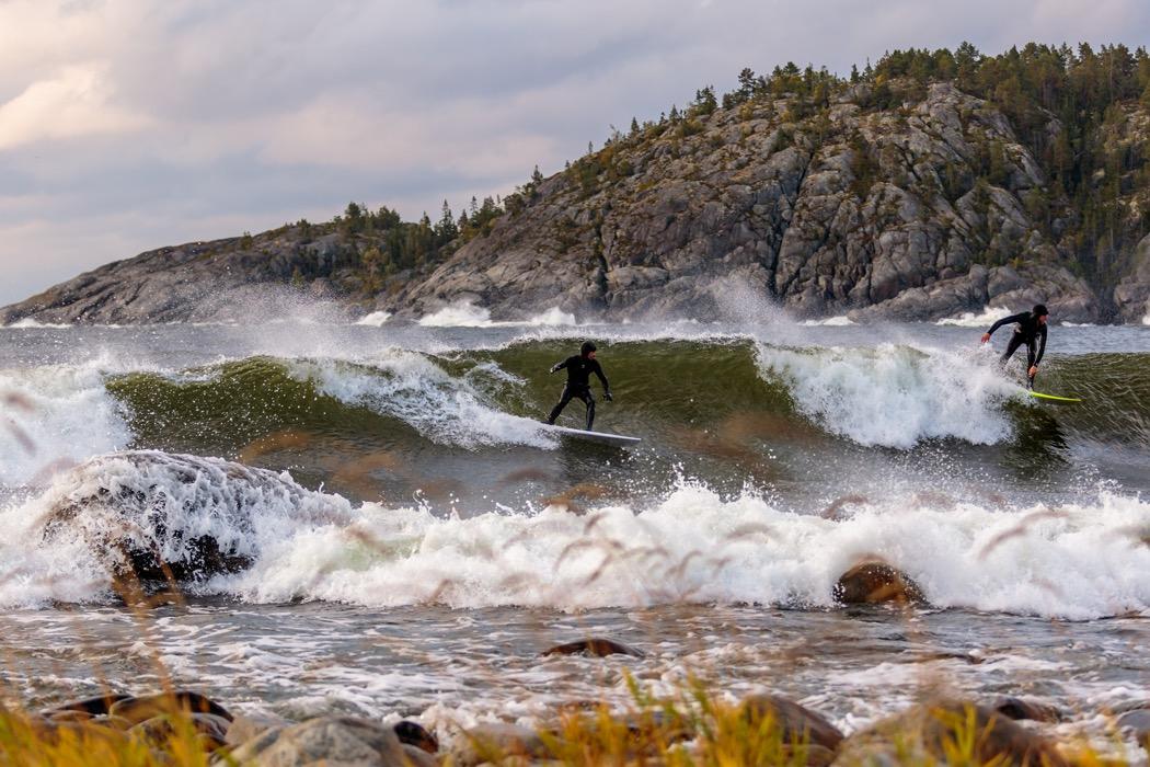 två surfare i smitingen