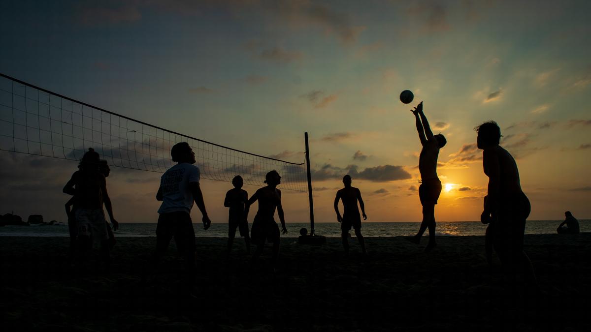 volleyboll i solnedgången