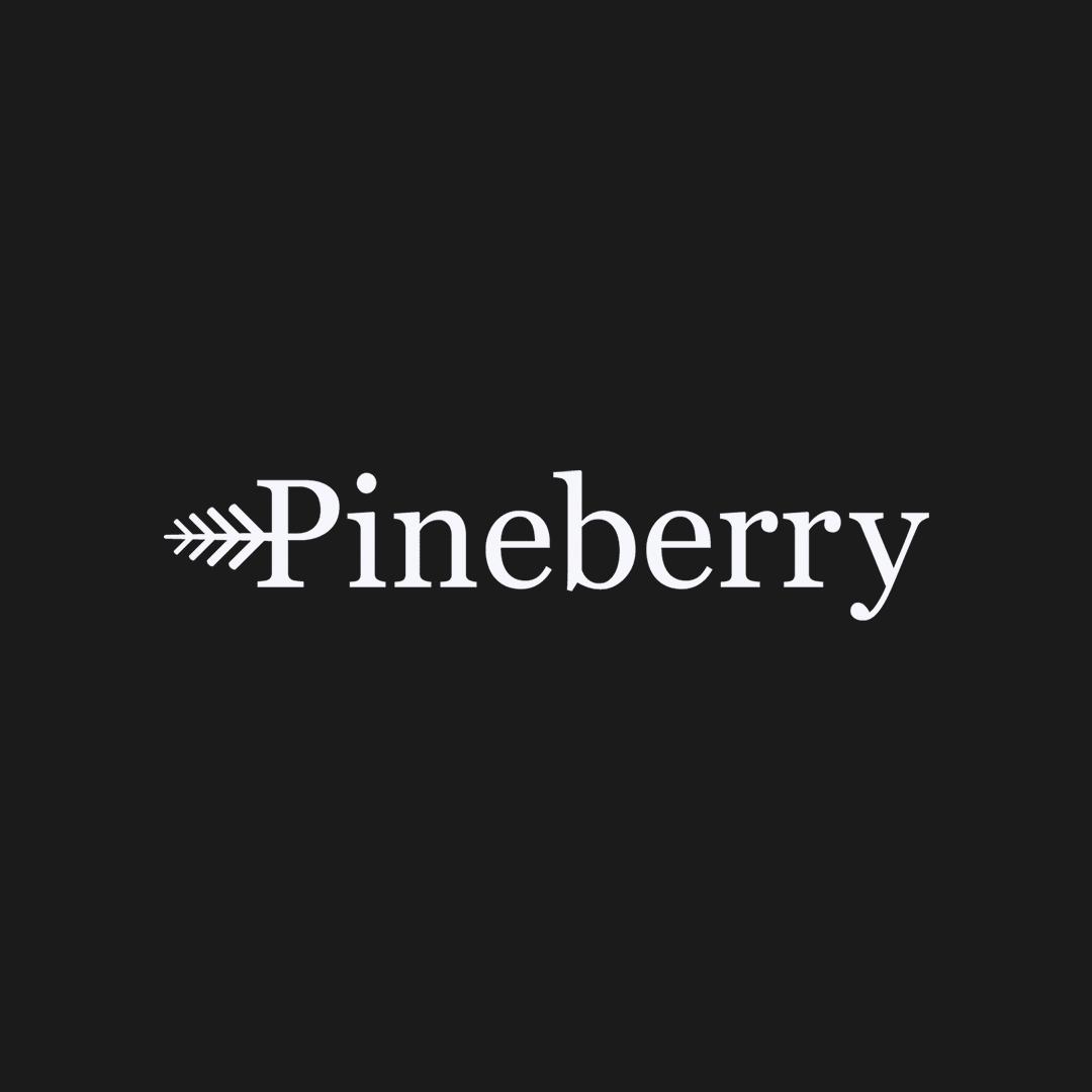 Pineberry logotyp mot svart bakgrund